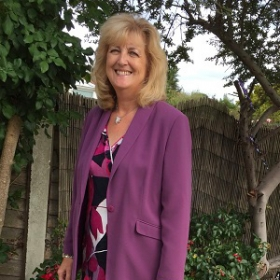 Karen, age 57<span>TREATMENT: nSTRIDE injections into both knees and Total Knee Replacements for both knees</span>